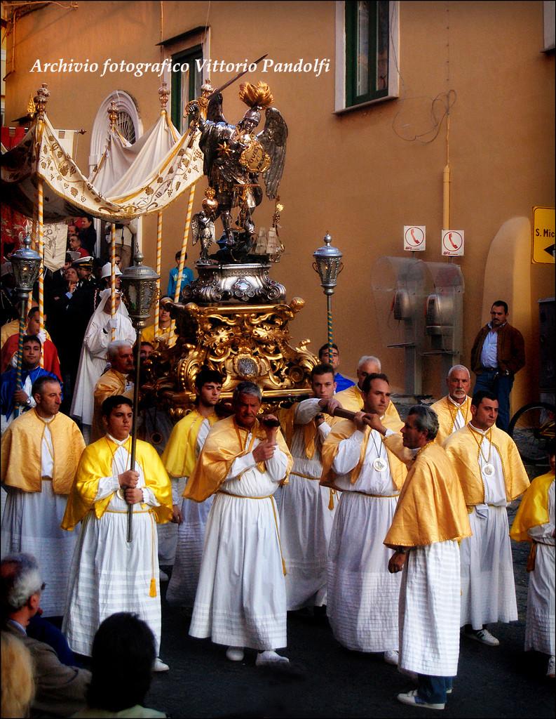 processione gialli